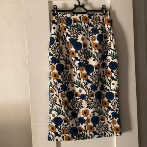 High waisted pencil skirt with floral print